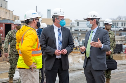 Acting Secretary of the Navy Thomas W. Harker speaks with Nuclear Engineering and Planning Manager Jeremy Largey during his visit to Norfolk Naval Shipyard March 17. Secretary Harker toured NNSY as part of a visit to the Mid-Atlantic region.