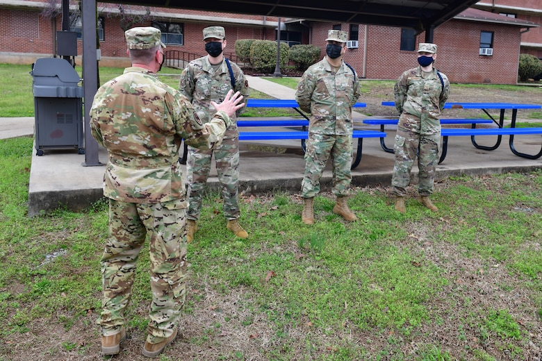 General talks with military training leaders.