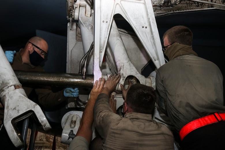 7th EMS Airmen repair main landing gear strut