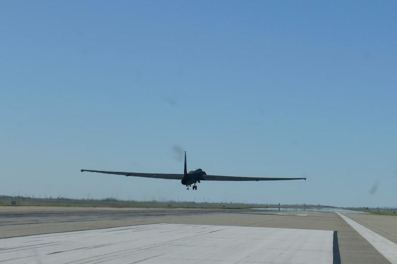 U-2 Landing