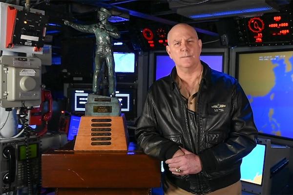 Adm. Christopher W. Grady, commander, U.S. Fleet Forces Command, accepts the 'Old Salt' Award aboard USS Cole (DDG 67).