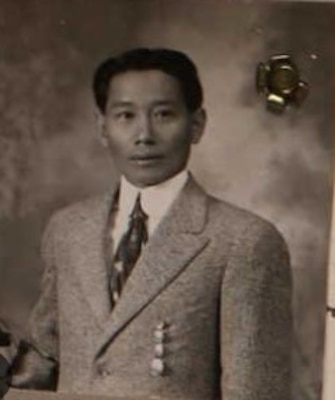 Posed photograph of Filipino Steward's Mate 1st Class Modesto Magbanoa, who served in both world wars. (Ancestry.com)