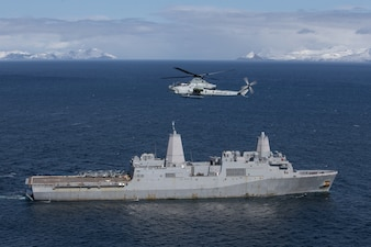 An AH-1Z Viper flies over USS Somerset (LPD 25) in the Gulf of Alaska during Northern Edge 2021.