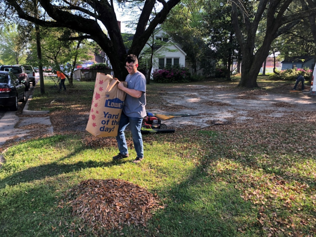 U.S. Marines with 8th Communication Battalion, II Marine Expeditionary Force Information Group, helped with yard work for Children Healthily Eating on Weekends (CHEW) in Jacksonville, N.C., April 14, 2021. CHEW gave the Marines an opportunity to volunteer and build relations and give back within their community.