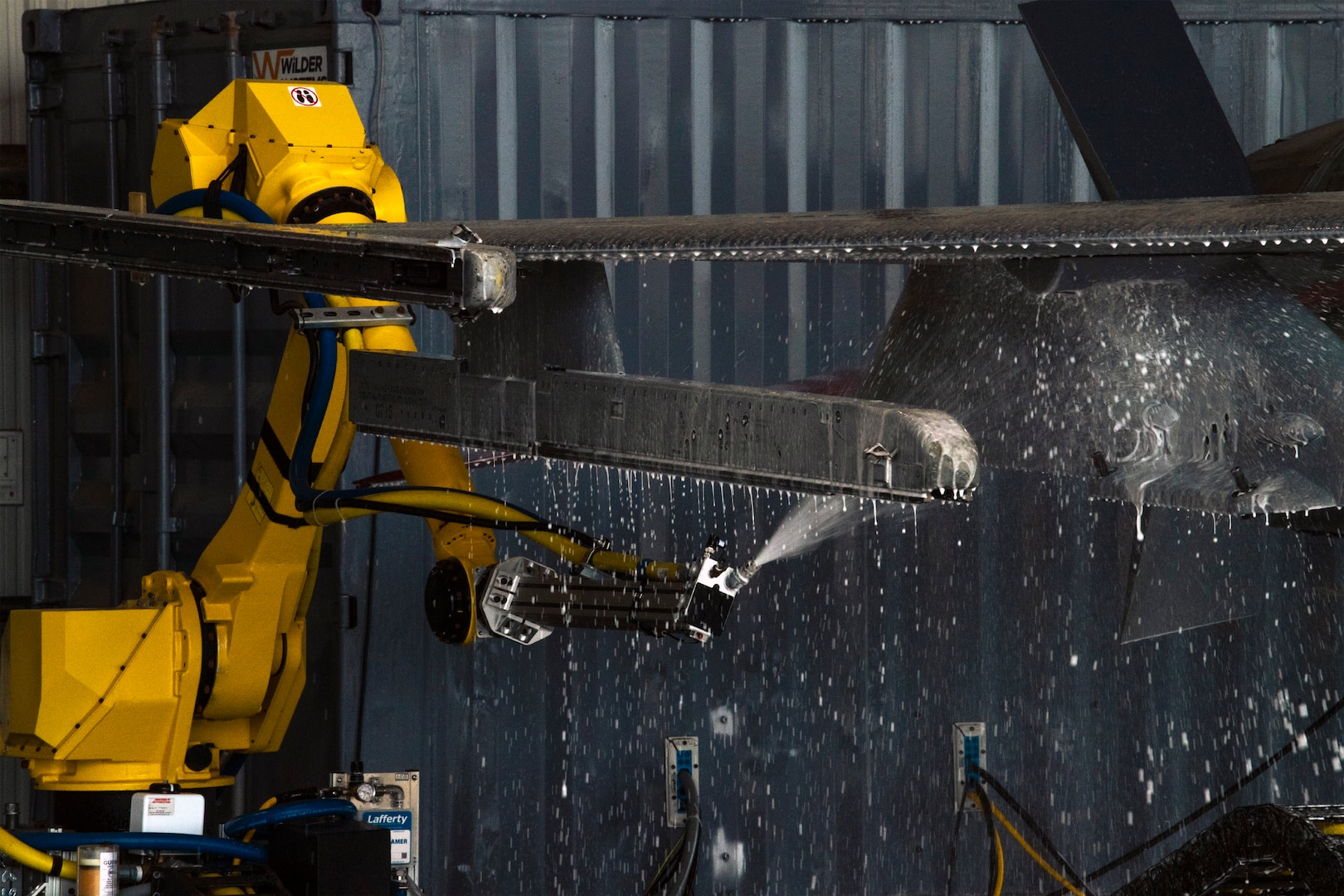 New robot washes jet
