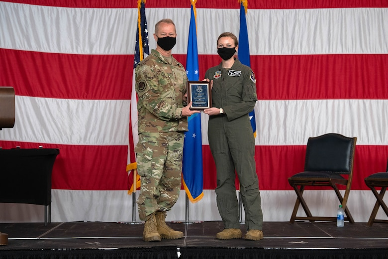 A photo of General Kelly and Captain Bye holding a plaque.