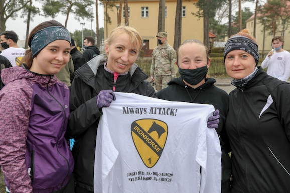 U.S. and Polish Army Soldiers exchange t-shirts and patches after competing in the inaugural Better Opportunities for Single Soldiers Poland event, a 5K competition held at Zagan Forward Operating Station, Poland, April 15, 2021. BOSS Poland is the first-ever BOSS program to be established for deployed and rotational troops, instituted by a U.S. Army Reserve civil affairs team. (Photo by Maj. Marcellus Simmons, 1-1 ABCT Public Affairs)
