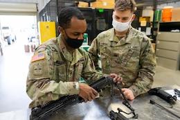 soldiers assemble M16