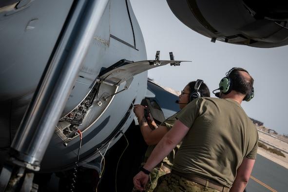 Refueling C-17