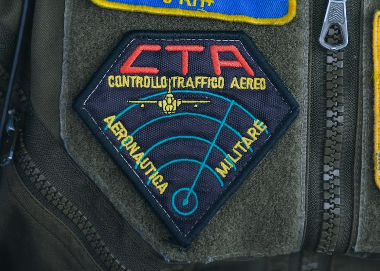 An Italian air force Air Traffic Control Service, air traffic controller (ATC), patch is shown at Aviano Air Base, Italy, May 7, 2021. The U.S. Air Force and ITAF ATCs work together to relay flight and landing instructions, weather updates, and safety information to pilots. The ATCs maneuver U.S. Air Force and ITAF F-16 Fighting Falcon and HH-60 Pave Hawk aircraft on the flight line and in the airspace 24-hours per day, seven days per week. (U.S. Air Force photo by Airman 1st Class Brooke Moeder)