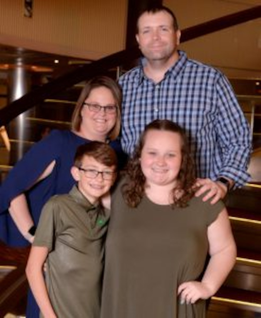 VNG family, youth volunteer receive national recognition for volunteer service
