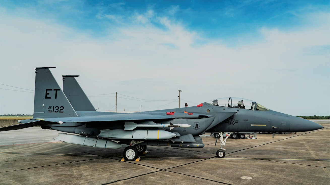 An F-15E Strike Eagle sits on the ramp with five JASSMs loaded
