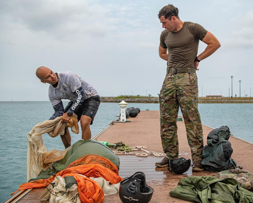 SERE specialist teaches Water Survival Training