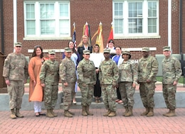 volunteers stand with commanding general after receiving awards