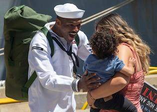 USS Somerset (LPD 25) returns to San Diego after a seven-month deployment.