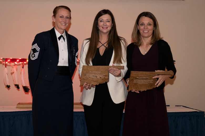 people receive award