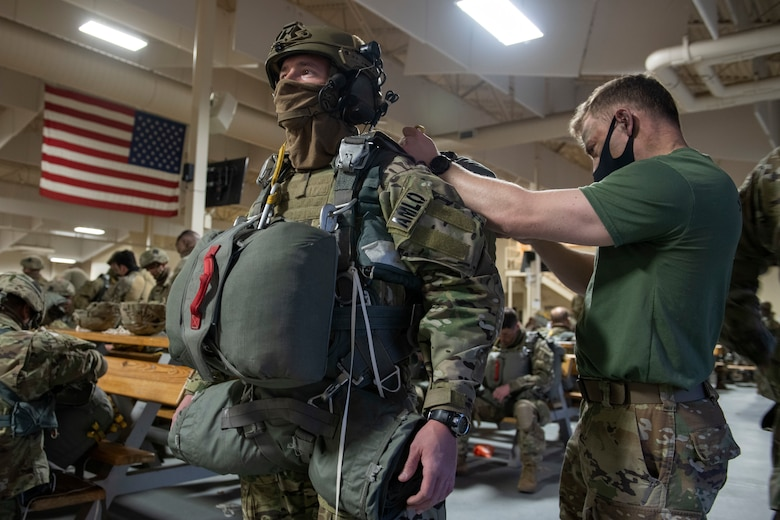 Soldiers prepare for jump operations