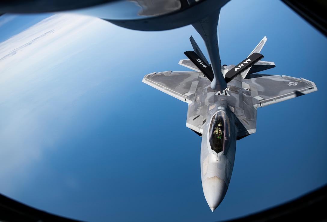 F-22 aerial refueling