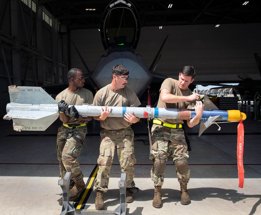 F-22 weapons load competition
