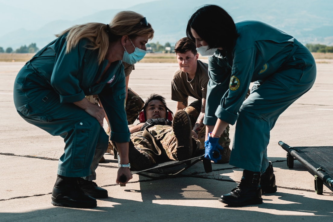 Image of Airmen lifting a patient.