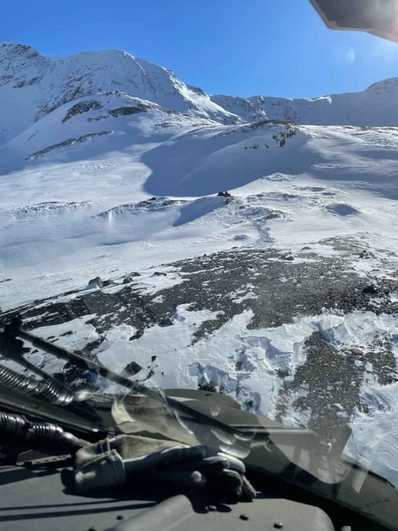 An Alaska Army National Guard UH-60L Black Hawk helicopter crew with the 1st Battalion, 207th Aviation Regiment, rescued three hunters after an avalanche injured two of them at a glacier near Hunter Creek Airstrip Oct. 6, 2021.