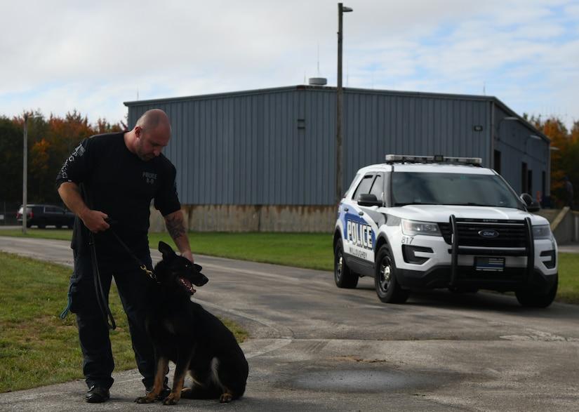 Alpena CRTC hosts canine handlers training