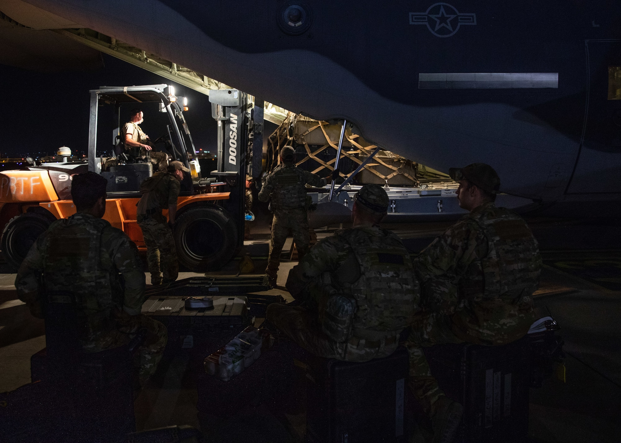 Airmen load cargo