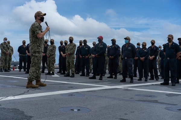 Commodore, Surface Division Eleven, addresses USS Jackson (LCS 6) Crew
