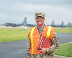 Master Sgt. Duane Wariner has been selected as the Kentucky Air National Guard's Outstanding Senior Non-Commissioned Officer of the Year for 2021. Wariner is superintendent of the 123rd Airlift Wing's Inspector General Office. (U.S. Air National Guard photo by Senior Airman Chloe Ochs)