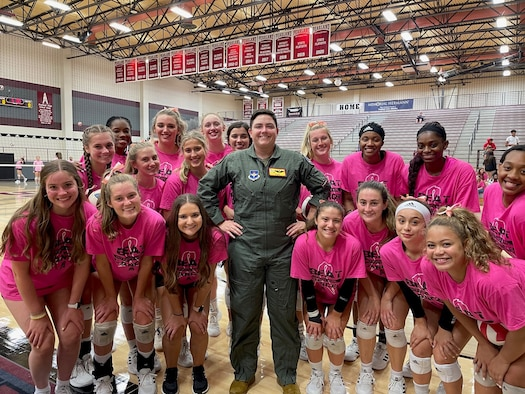 """Photo of Maj. Kiersten """"CLICKS"""" Thompson with members of the Pearland High School volleyball team Oct. 8, 2021 in Texas."""