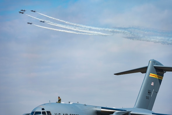 A U.S. military member watches as the Republic of Korea Air Force Black Eagles perform during the Seoul International Aerospace and Defense Exhibition 2021 at Seoul Air Base, ROK, Oct. 18. Seoul ADEX 21 is the largest, most comprehensive event of its kind in Northeast Asia, attracting aviation and industry professionals, key defense personnel, aviation enthusiasts and the general public alike. (U.S. Air Force photo by Staff Sgt. Gabrielle Spalding)