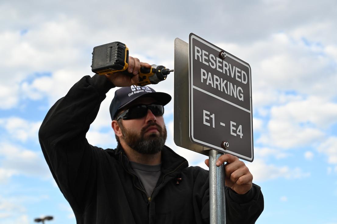Man installs a parking sign