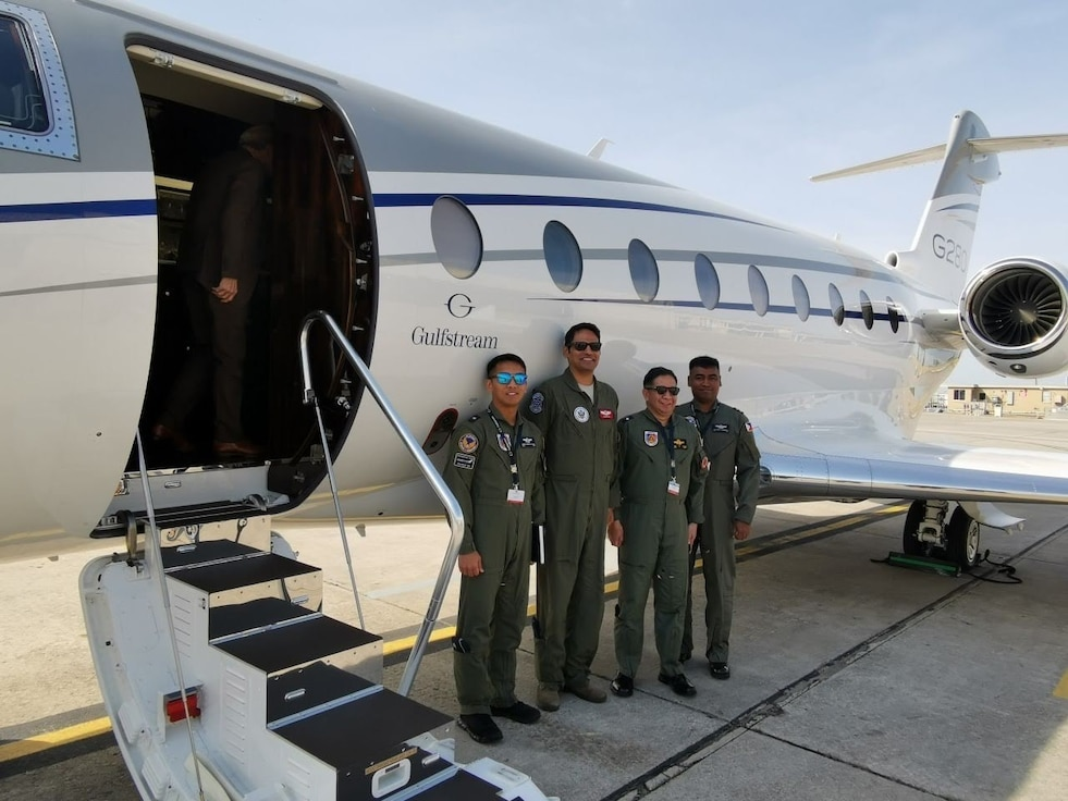 A group photo with Rao and members of Philippine Air Force.
