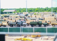 Army Reserve Soldiers help move cargo during 101st Airborne Division's sea deployment readiness exercise
