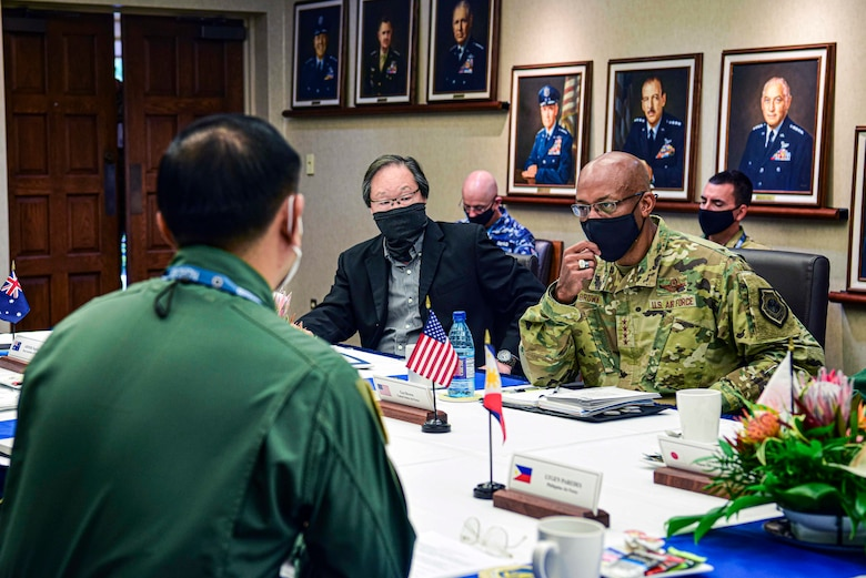 Photo of Air Chiefs from the Indo-Pacific region conversing