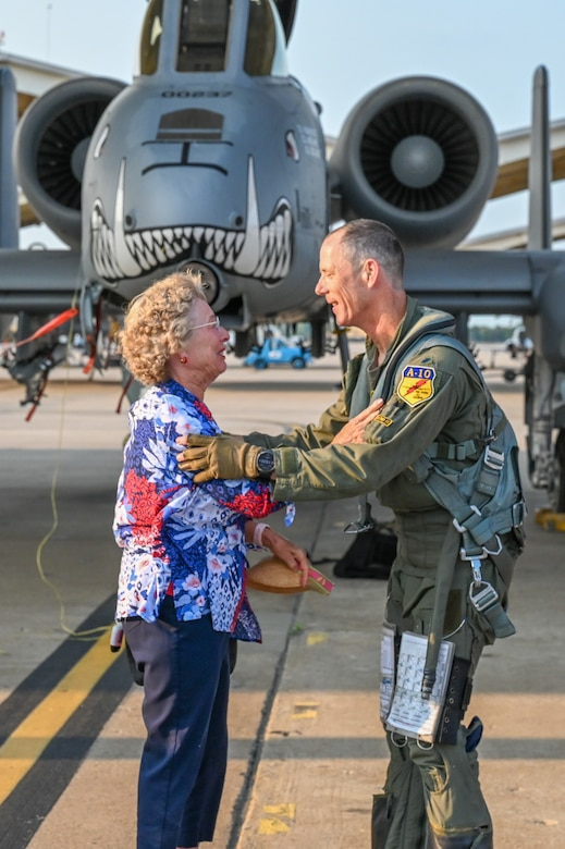 """Lt. Col. John """"Karl"""" Marks embraces his mom who was able to celebrate his 7,000 hour milestone, as well as his 6,000 hour milestone of flying the A-10C Thunderbolt II on Sept. 1, 2021 at Whiteman AFB, Mo."""