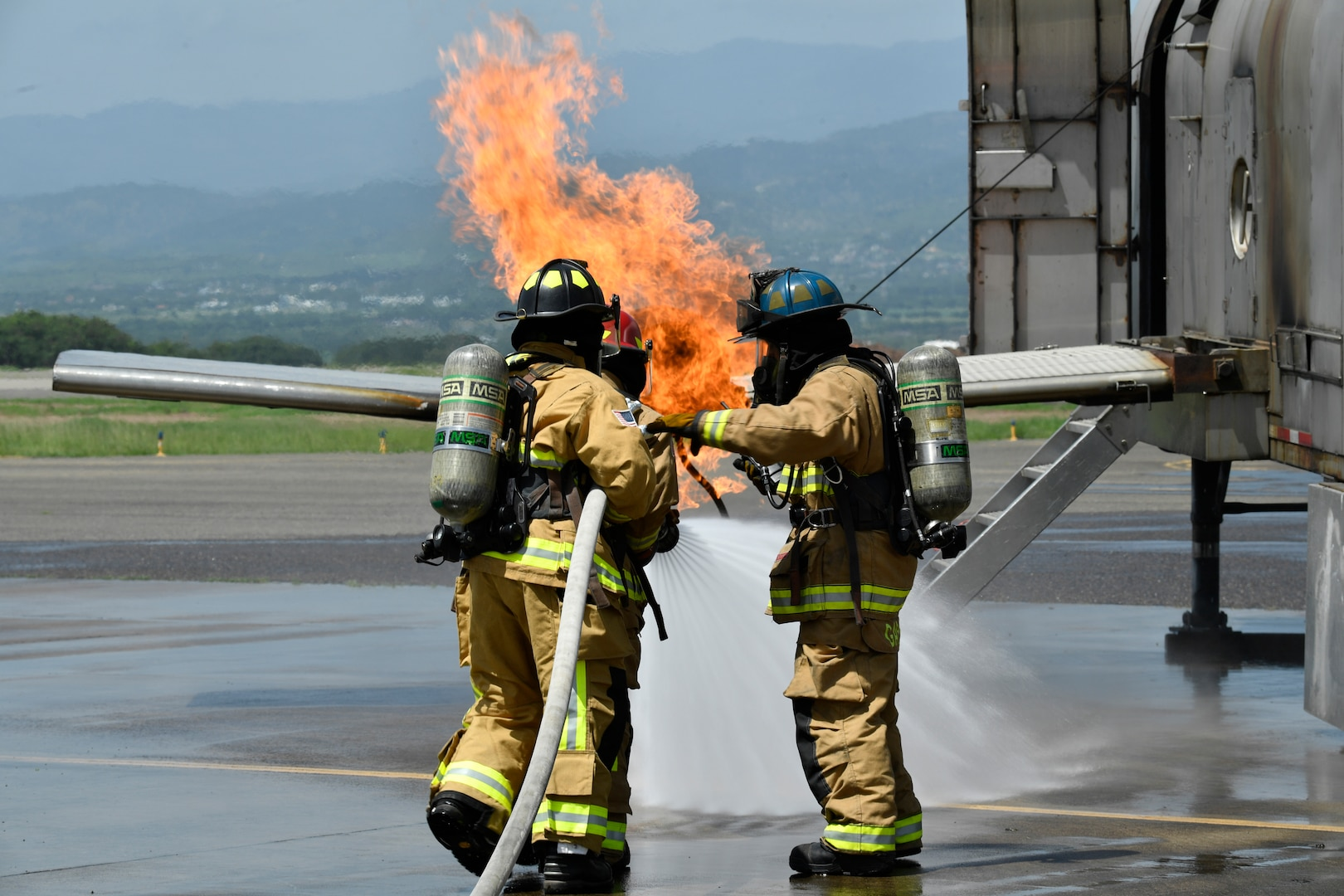 U.S., Central American firefighters train for fire emergencies together