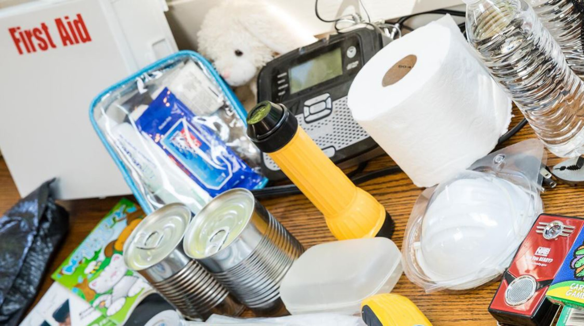 DLA Installation Management Susquehanna, Pennsylvania's Security & Emergency Services provides tips on building an emergency kit