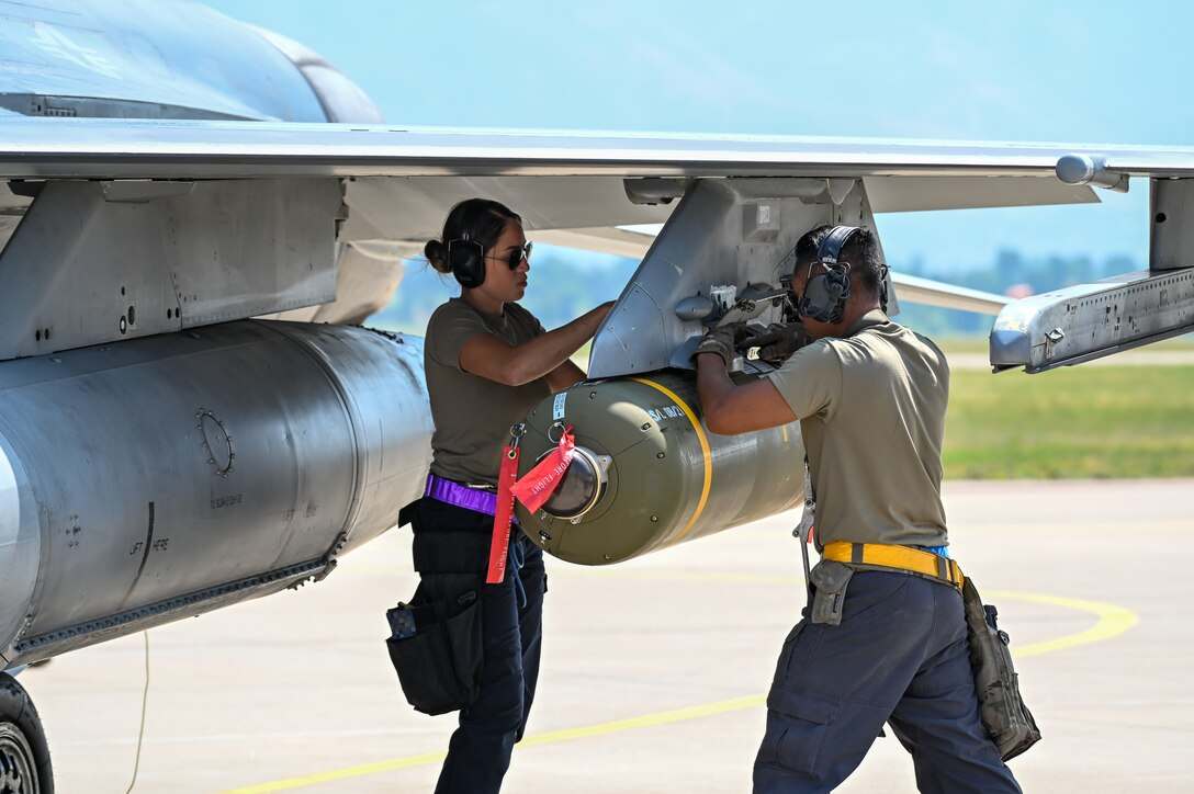 Airmen assigned to the 31st Fighter Wing from Aviano Air Base, Italy, ready weapons on an F-16 Fighting Falcon Aug. 25, 2021, at Hill Air Force Base, Utah. The wing was participating in a Weapons System Evaluation Programs, known as Combat Hammer and Combat Archer, which tests and validates the performance of crews, pilots, and their technology while deploying air-to-air and air-to-ground munitions. (U.S. Air Force photo by Cynthia Griggs)
