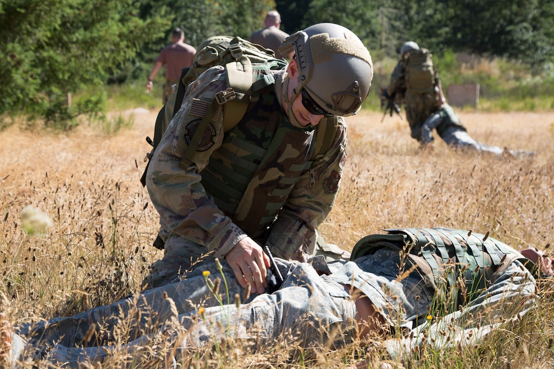 U.S. Airman applies tourniquet to a manekin in the field.