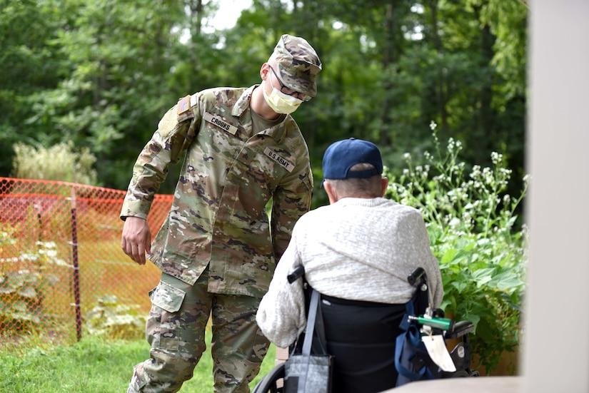 MING members work with veterans at the Michigan Veteran Homes
