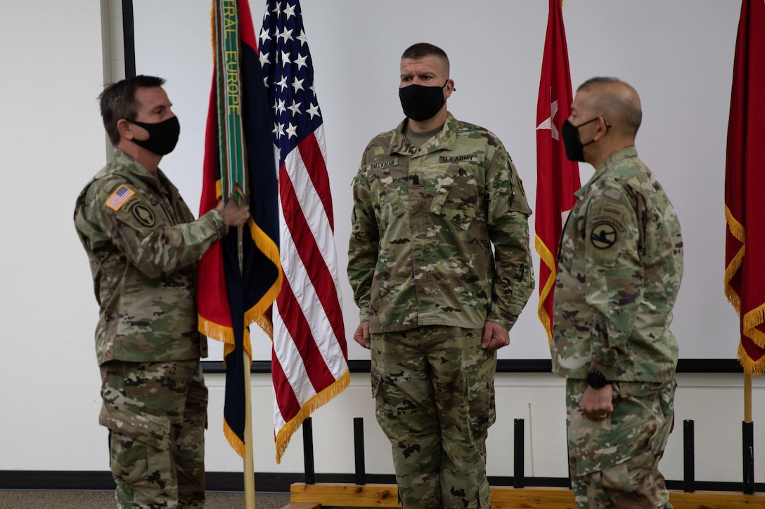 Guidry assumes 86th Training Division command