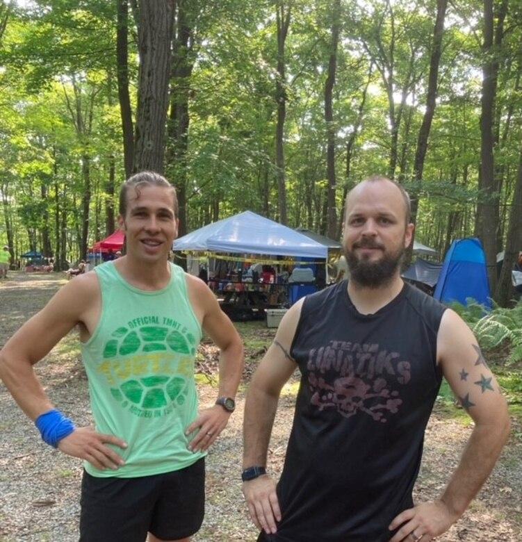Kaufmann and Stoughton meet before the race starts. (U.S. Army photo by Josh Kaufmann)