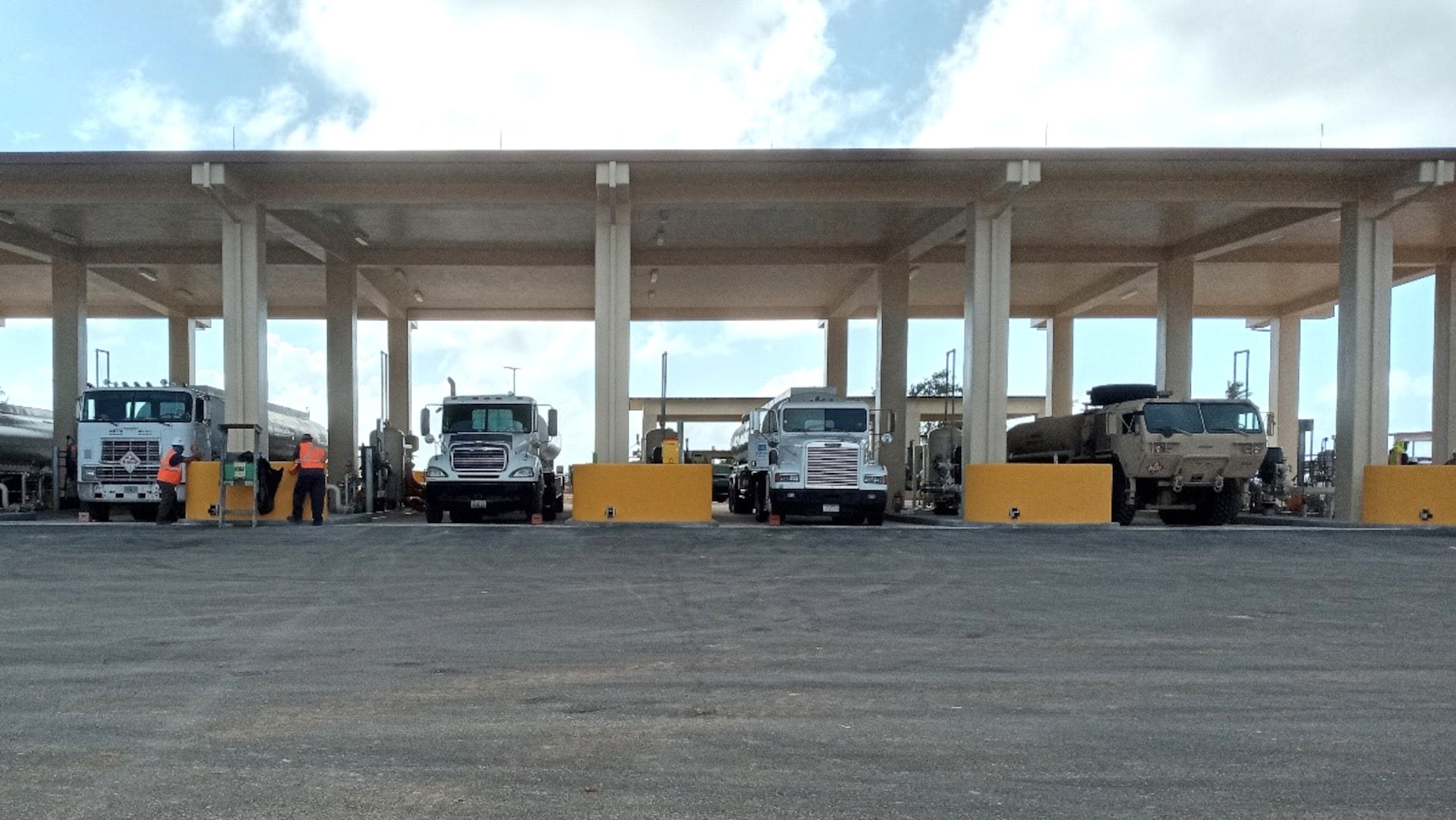 fuel tanker offload facility