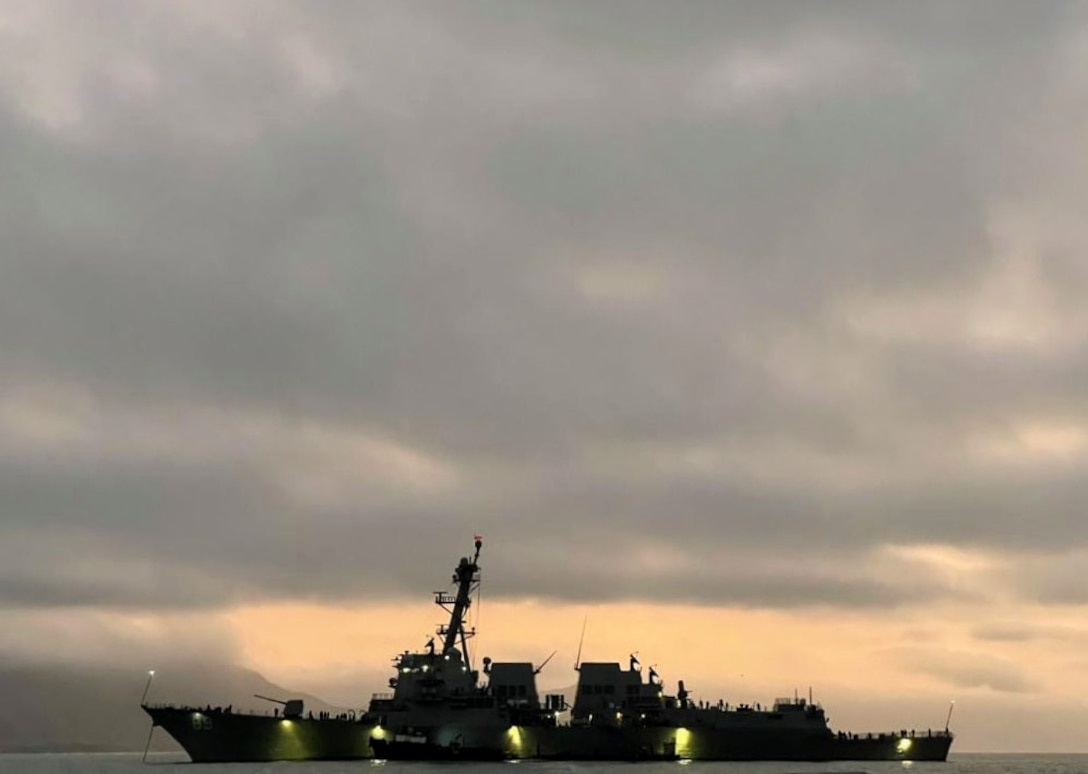 USS Mustin arrives at anchorage in Callao, Peru, Sept. 23, 2021.
