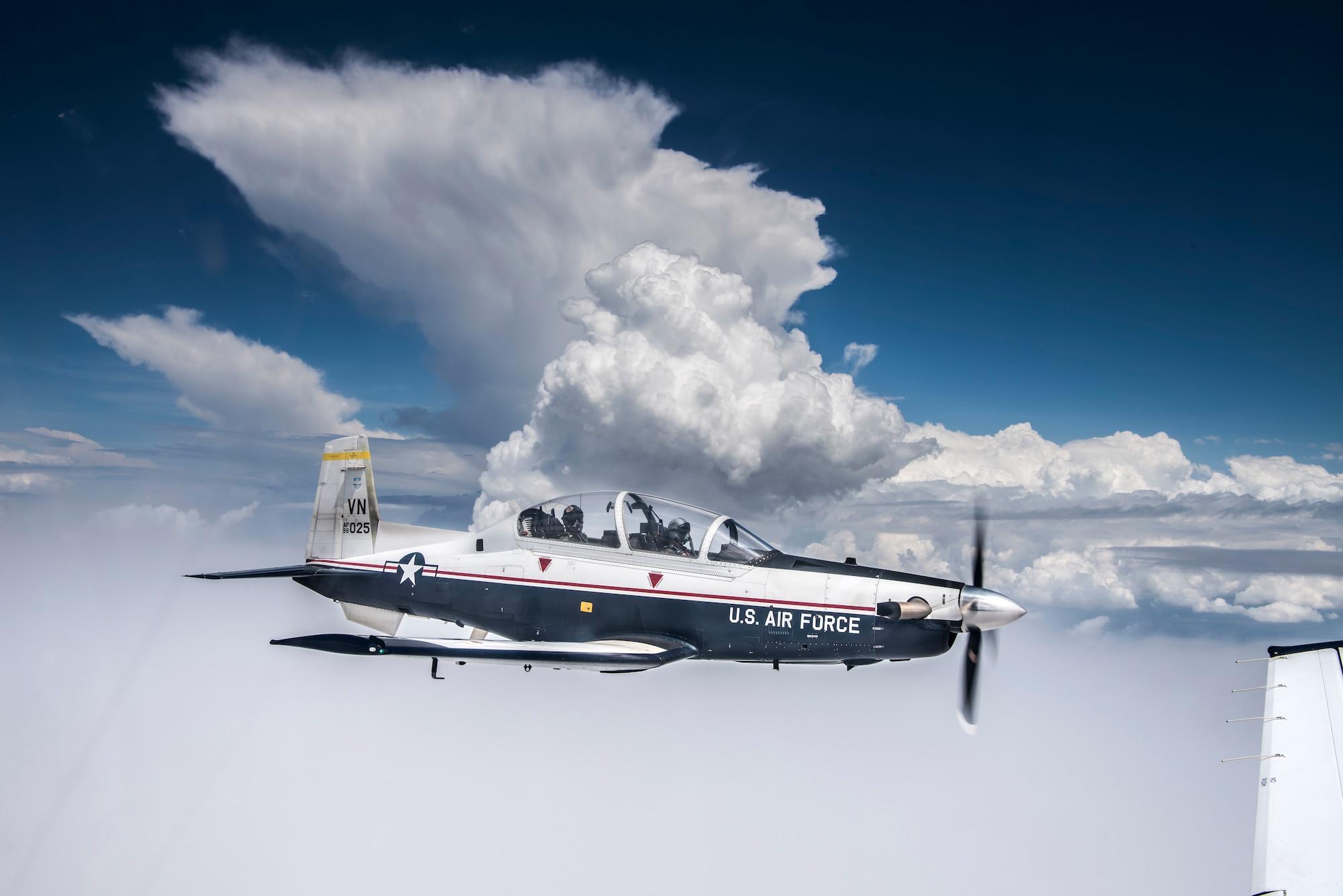 A T-6A Texan II flies over Oklahoma