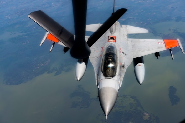 An F-16 Fighting Falcon from the Egyptian Armed Forces receives fuel from a KC-135 Stratotanker